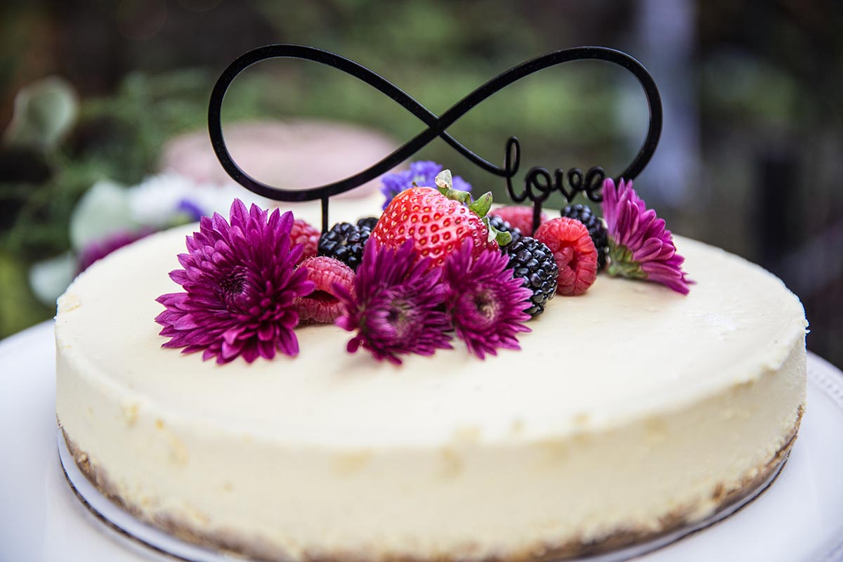 cheesecake photo with fresh berries and flowers, love cake, g2-studios