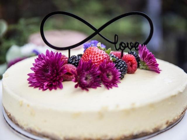 cheesecake photo with fresh berries and flowers, love cake, g2-studios